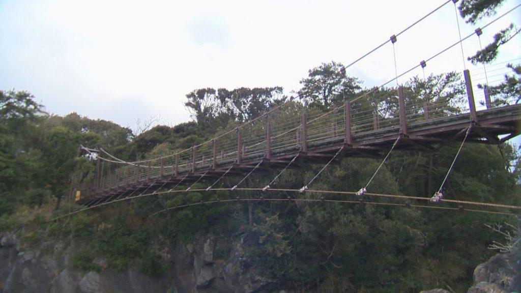城ヶ崎海岸の象徴「門脇つり橋」