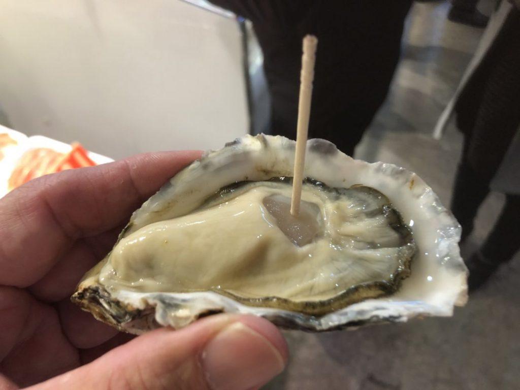 立ち食いの「生牡蠣」