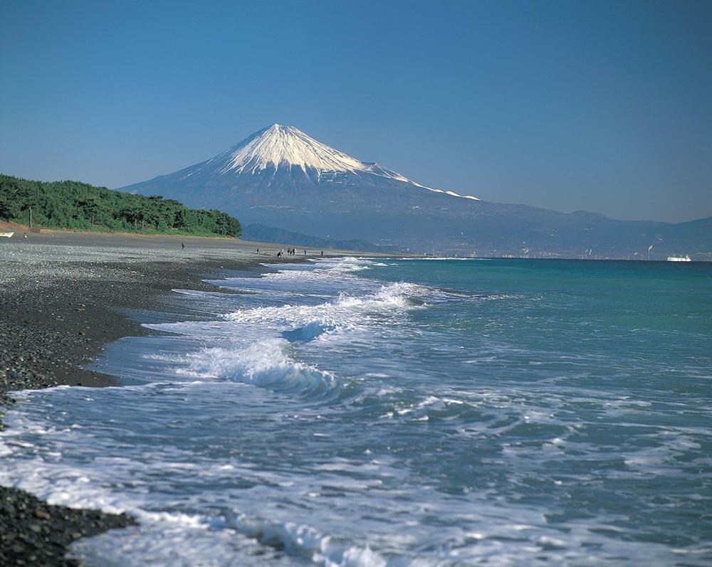 三保海岸からの富士山
