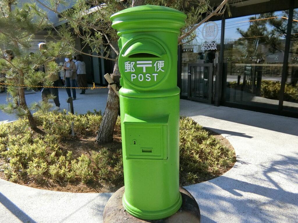 日本でここだけ緑色(お茶の色?)のポスト